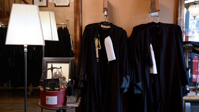 18221cb604eea Pourquoi avocats et magistrats portent-ils des robes   FRANCK FIFE   AFP