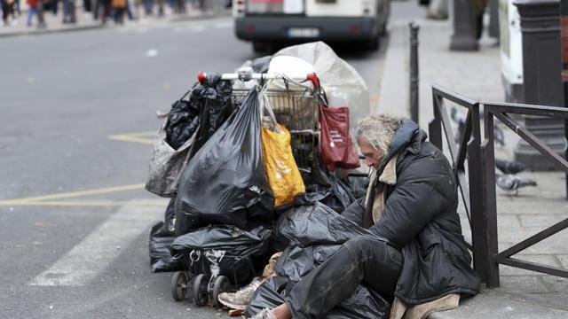 Le rapport de l'ONU critique la gestion des sans-abri par les autorités françaises.