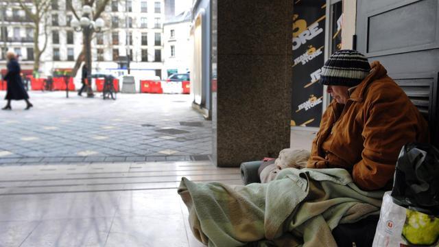 112.000 personnes sans domicile fixe (SDF), dont 31.000 enfants, ont été comptabilisés en France, en 2012. Parmi eux, 10% seraient sans-abri.