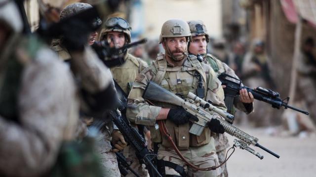 """Bradley Cooper interprète le Navy Seal Chris Kyle, dans """"American Sniper"""" de Clint Eastwood."""