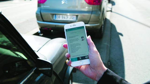 """Le paiement du stationnement via mobile à Paris peut s'effectuer grâce à l'application """"P Mobile""""."""