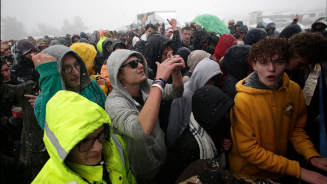 Des chutes de neige ont perturbé le Teknival 2019, où des milliers de festivaliers étaient réunis sur le plateau de Millevaches, en Creuse, ce week-end.