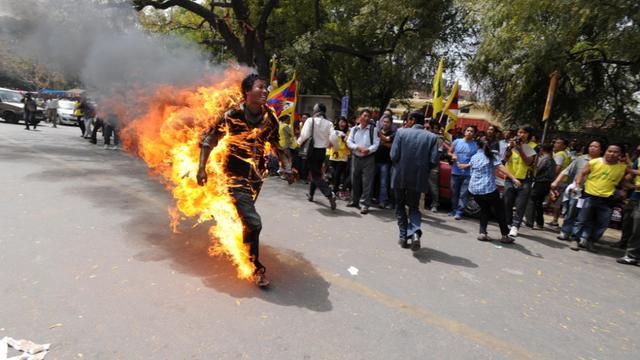 Un Tibétain s'immole par le feu à New Delhi