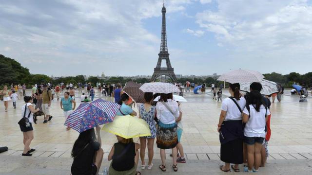 Les vols avec violences commis sur les sites touristiques parisiens ont été réduits de plus de 8 % depuis janvier.