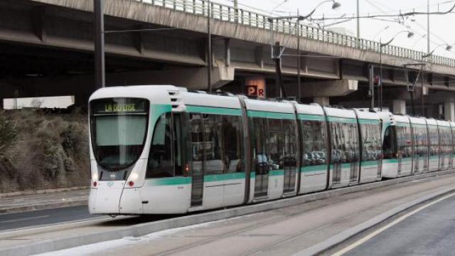 Une rame de tramway T2.