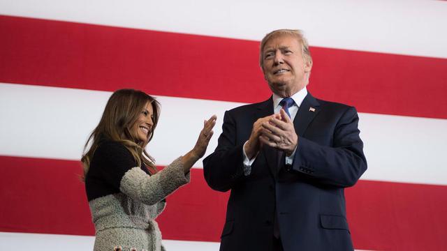 Donald Trump, accompagné de son épouse Melania, lors de sa première tournée en Asie ce dimanche comme président des États-Unis.