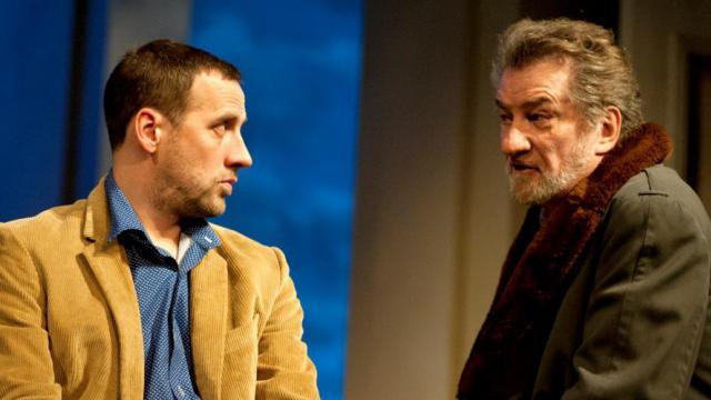 Fred Testot et Eddy Mitchell dans Un singe en hiver actuellement au théâtre de Paris