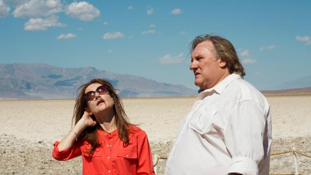 """Isabelle Huppert et Gérard Depardieu dans le film de Guillaume Nicloux """"Valley of Love""""."""