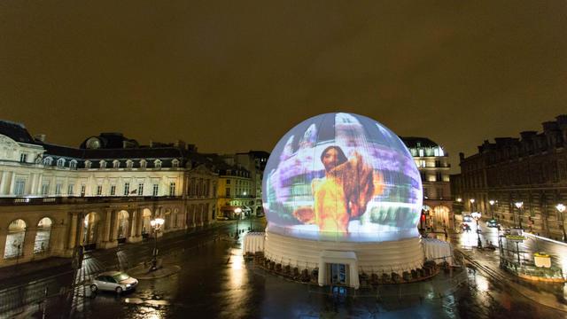Une sphère de vingt mètres de haut est installée de jeudi à samedi sur la place du Palais-Royal.
