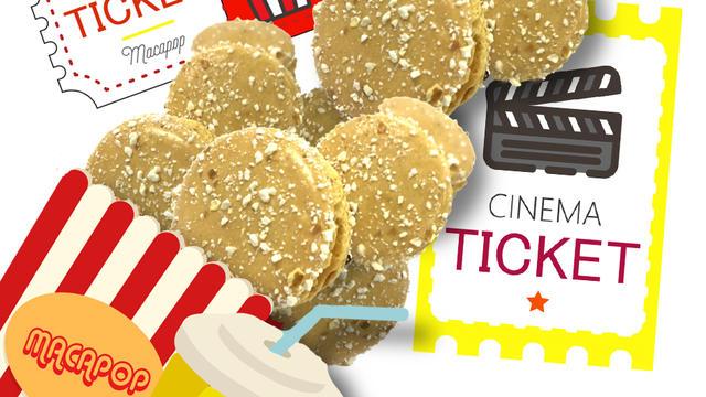 Une distribution de macarons goût caramel popcorn attend les cinéphiles au Printemps du cinéma.