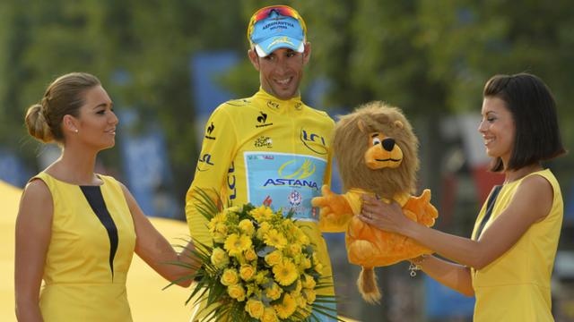L'Italien Vincenzo Nibali, vainqueur du Tour de France 2014, sur le podium des Champs-Elysées le 27 juillet 2014.