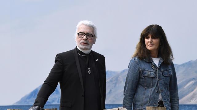 Karl Lagerfeld avait pour habitude de présenter Virginie Viard comme son «bras droit et bras gauche à la fois».