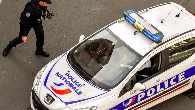 Les policiers ont dû faire usage de «moyens collectifs de défense» pour permettre aux pompiers d'intervenir.