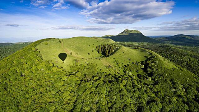 Haut lieu tectonique, la Chaîne des puys - faille de Limagne fait partie des sites postulant au patrimoine de l'Unesco.