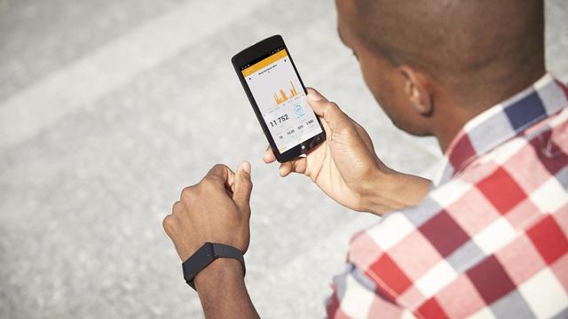 Plus de 100 000 applications mobiles permettent de suivre forme et santé.