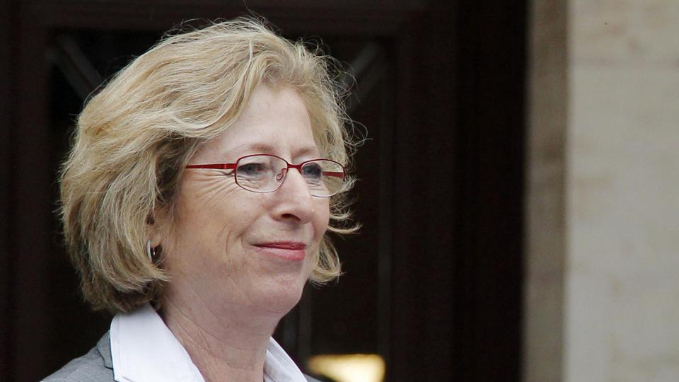 Comme Valérie Fourneyron quelques mois plus tôt, Geneviève Fioraso quitte son poste pour des raisons de santé le 5 mars 2015. Sa place de secrétaire d'État chargé de l'Enseignement supérieur et de la Recherche sera repris par Najat Vallaud-Belkacem.
