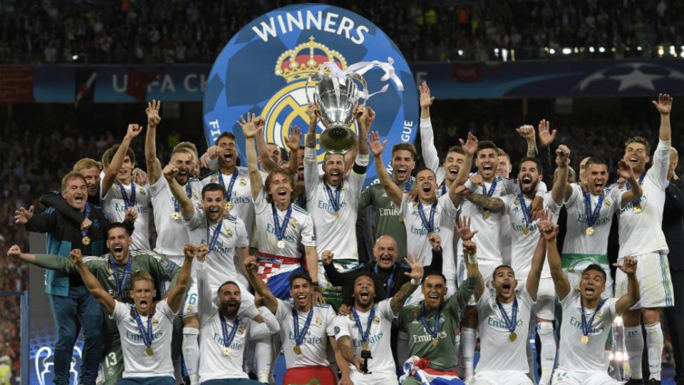 Le 26 mai, au Stade olympique de Kiev, le Real Madrid remporte sa troisième Ligue des Champions de suite grâce à sa victoire face à Liverpool (3-1).