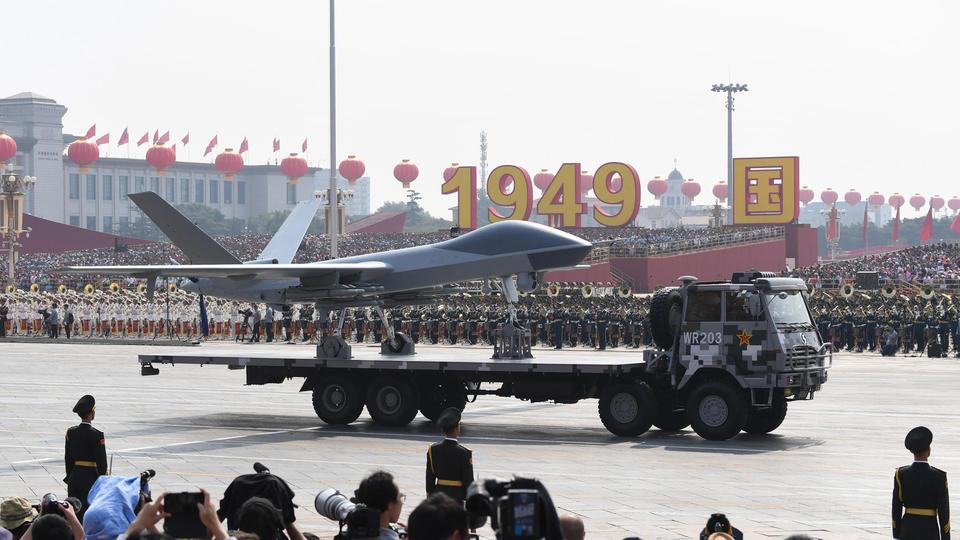 Outre les armes balistique, l'armée a également dévoilé deux nouvelles formes de drones. L'un d'entre-eux est capable de voler à 4 000km/h pour récolter des informations de localisation. L'autre doit pouvoir embarquer des missiles et tracer la localisation de navires ennemis.