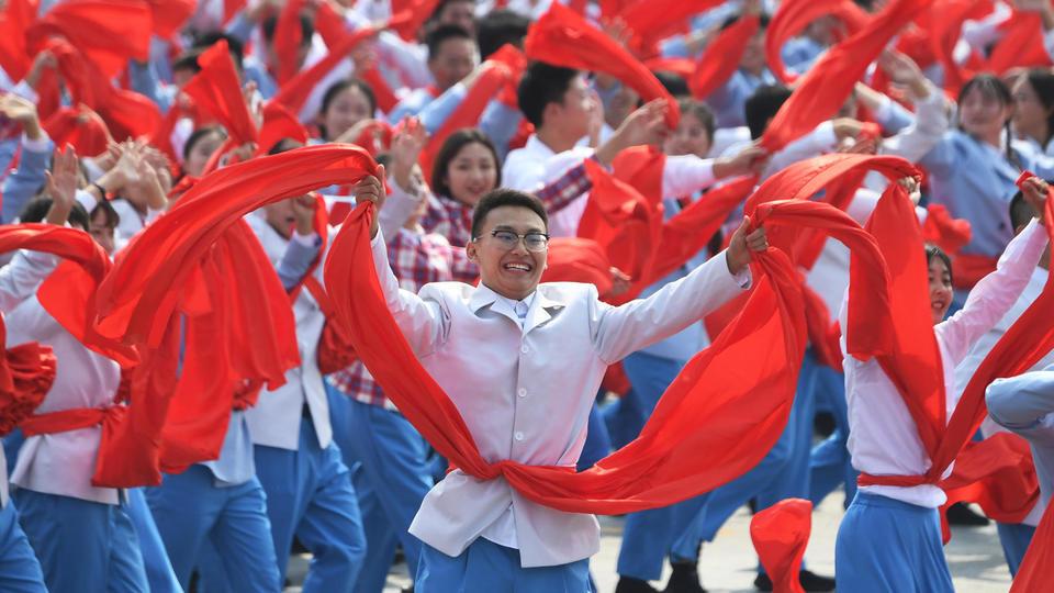 En tout, des milliers de civils ont défilé place Tiananmen pour l'anniversaire du régime communiste, devant Xi Jinping et une flopée de dignitaires chinois.