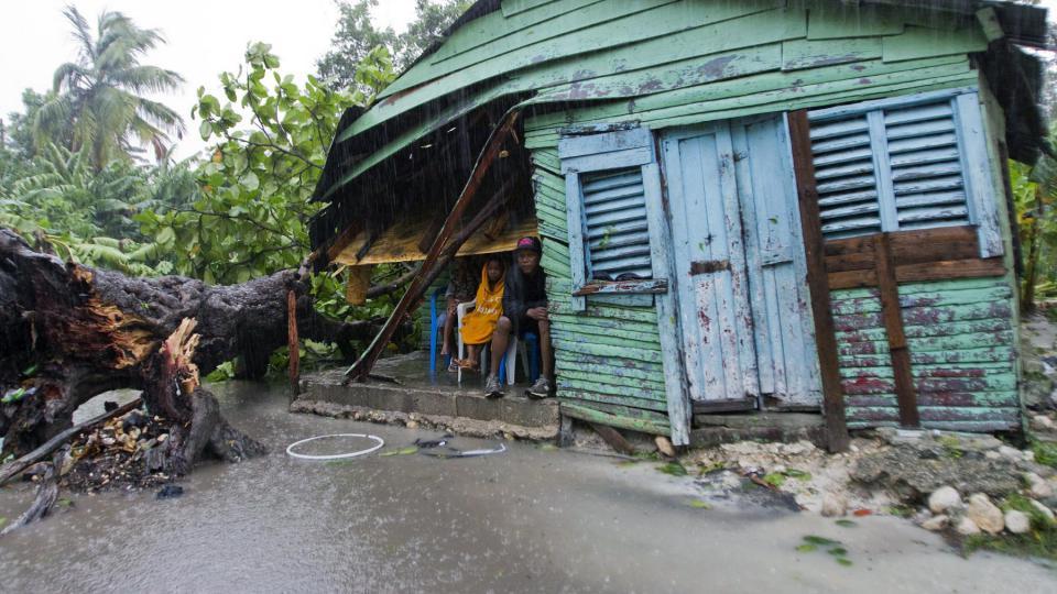 Des dégâts matériels considérables ont été enregistrés. Des toits de maisons ont été soulevés et des arbres ont été arrachés.