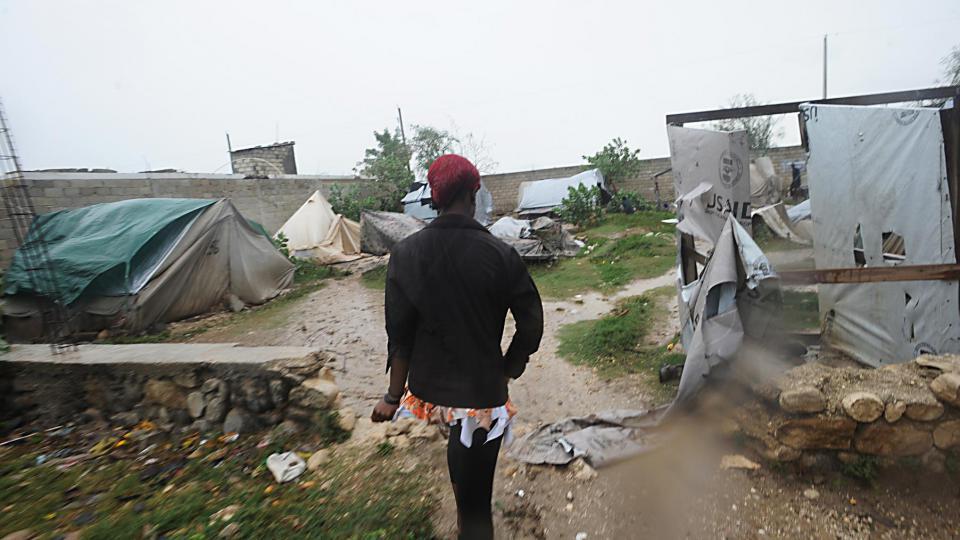 La tempête tropicale Isaac est arrivée samedi matin tôt sur la côte sud d'Haïti, accompagnée de fortes bourrasques de vent et de violentes averses.