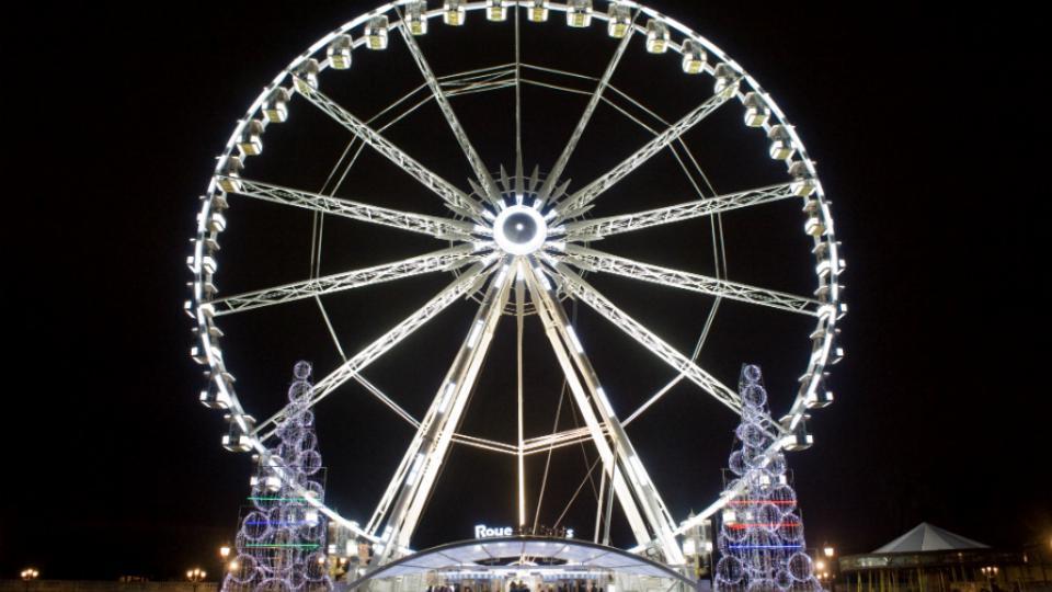 L'attraction offre une vue de Paris à une soixantaine de mètres de hauteur.