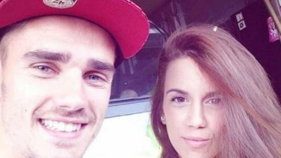 Antoine Griezmann partage sa vie avec l'Espagnole Erika Choperena. Le joueur de la Real Sociedad a récemment confié être plus à l'aise avec la langue castillane qu'avec le français.