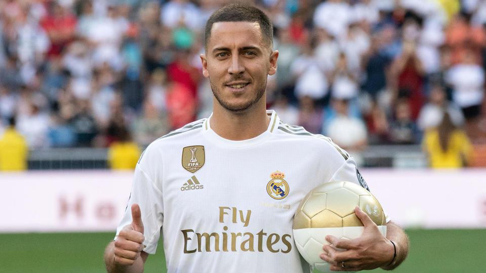 9. Eden Hazard (100 millions d'euros), qui n'avait plus qu'un an de contrat à Chelsea, réalise son rêve à l'été 2019 en s'engageant en faveur du Real Madrid de Zinedine Zidane.