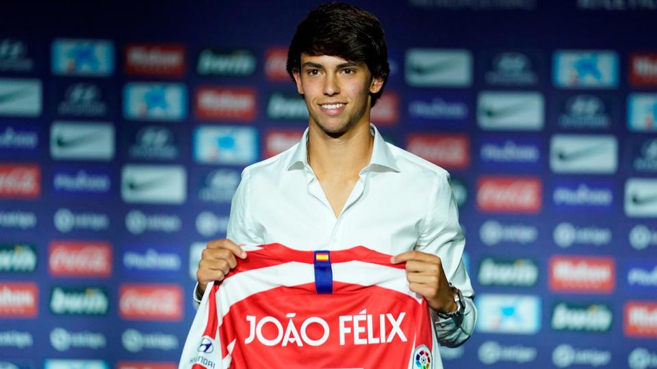 4. Joao Félix (126 millions d'euros) devient le joueur portugais le plus cher de l'histoire en quittant Benfica à l'été 2019 pour s'engager avec l'Atlético Madrid, où il doit faire oublier Antoine Griezmann parti à Barcelone.