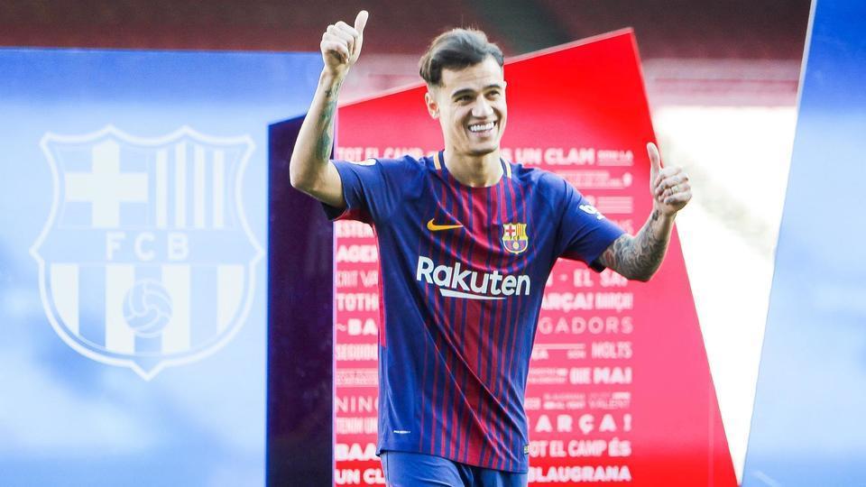 3. Philippe Coutinho (160 millions d'euros bonus compris) est recruté en janvier 2018 par le FC Barcelone pour pallier le départ de son compatriote Neymar, quelques mois plus tôt, au PSG.