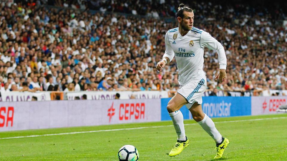 10. A l'été 2013, le Real Madrid, débourse la bagatelle de 99 millions d'euros pour s'offrir les services de Gareth Bale. L'ailier gallois, alors âgé de 24 ans, sortait d'une grosse saison avec Tottenham (26 buts toutes compétitions confondues et élu meilleur joueur de l'année en Premier League).