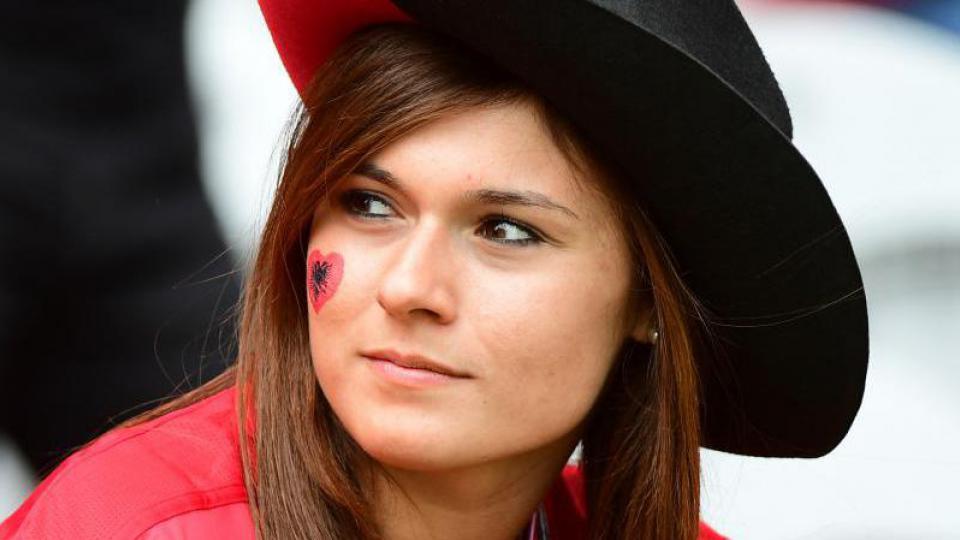 Une fan albanaise lors du match Albanie-Suisse, joué à Lens le 11 juin 2016.