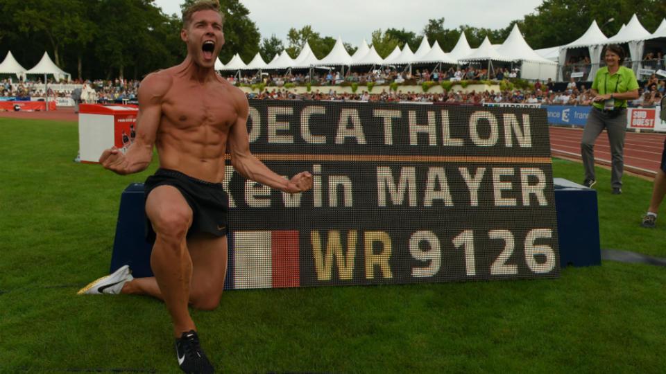 Avec 9126 points le décathlonien français Kevin Mayer s'est adjugé le nouveau record du monde du décathlon.  Il devient le premier homme à franchir la barre symbolique des 9000 points.