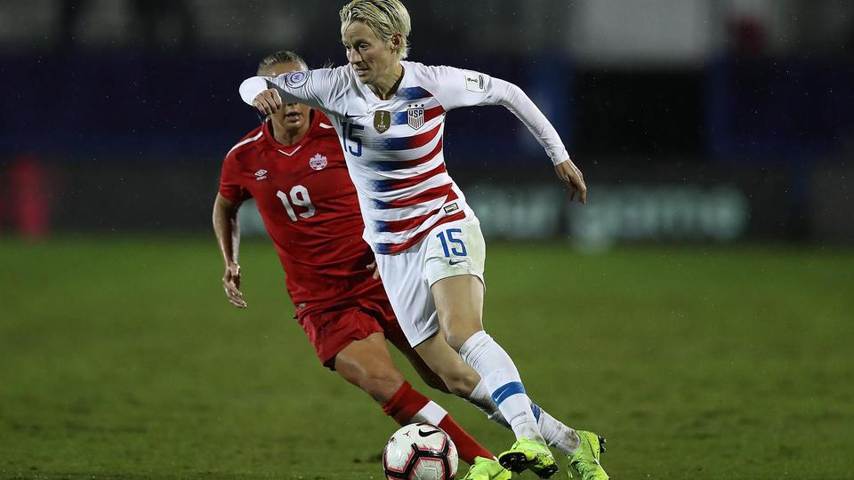 Megan Rapinoe (Etats-Unis). A 33 ans, la joueuse du Seattle Reign FC, championne de France 2013 et 2014 avec l'Olympique Lyonnais, jouera sûrement sa dernière Coupe du Monde. Elle aura a coeur de conserver le titre acquis en 2015 avec ses coéquipières de la sélection nationale. Championne olympique en 2012 avec les Etats-Unis, ce milieu gauche créatif est la créatrice de l'équipe, et reste l'une des joueuses les plus intéressantes à regarder jouer.