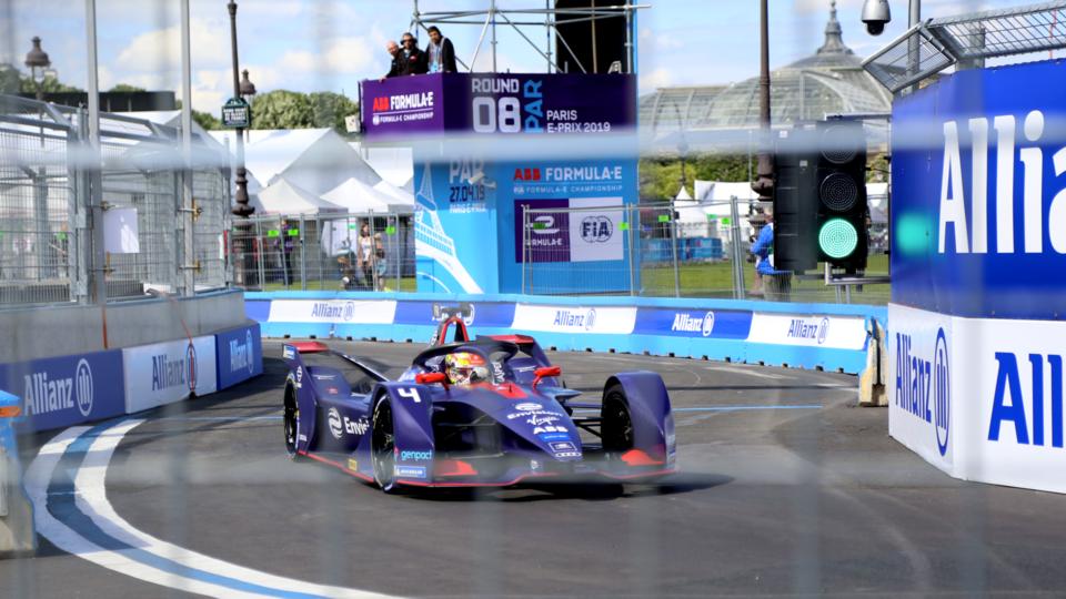 Le Néerlandais Robin Frijns, qui était juste devant Jean-Éric Vergne au classement général de la Formule E avant le départ, a creusé l'écart avec le Français ce week-end en remportant sa première victoire en Formule E en 30 courses.