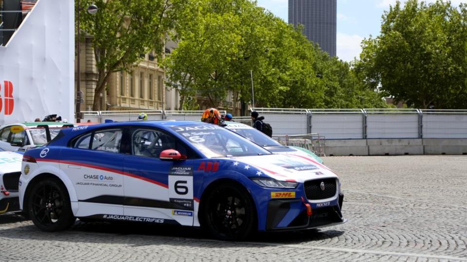La Formule E n'est pas la seule course au programme du week-end. Le Jaguar I-Pace eTrophy était également organisé. Toutes les voitures sont les mêmes modèles, électriques, et couraient sur le même circuit que les automobiles de la Formule E. La Française Célia Martin a terminé la course 6e sur 12.
