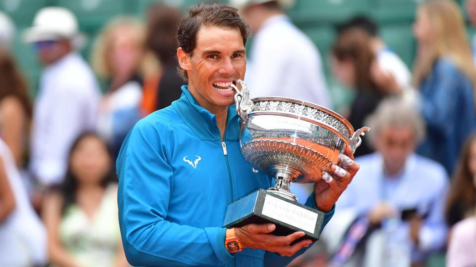 2018 : Rafael Nadal est resté solidement accroché à son trône. Celui-là même qui fait de lui le roi de la terre battue et de Roland-Garros. L'Espagnol a été sans pitié avec Dominic Thiem, présenté comme l'un de ses possibles héritiers, pour décrocher sa onzième couronne à la Porte d'Auteuil (6-4, 6-3, 6-2).