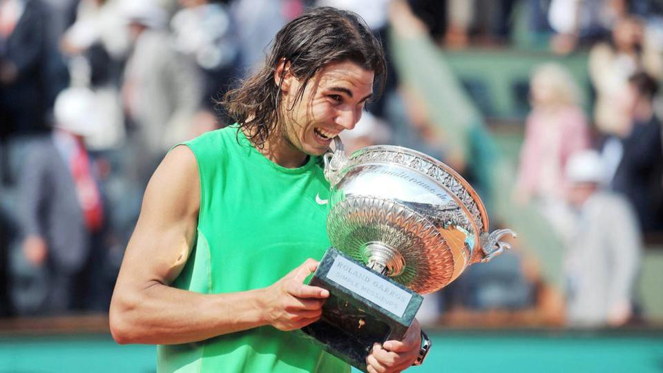 2008: Jamais deux sans trois. Nadal balaye Federer en finale en trois petits sets (6-1, 6-3, 6-0) et égale le record de Björn Borg avec un quatrième sacre consécutif.