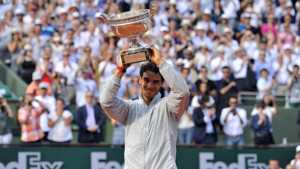 2014 : Moins souverain que les années précédentes, Rafael Nadal reste le roi de Roland-Garros une 9e couronne décroché Porte d'Auteuil aux dépens de Novak Djokovic (3-6, 7-5, 6-2, 6-4). Ce sacre reste, pour le moment, son dernier à Roland-Garros.