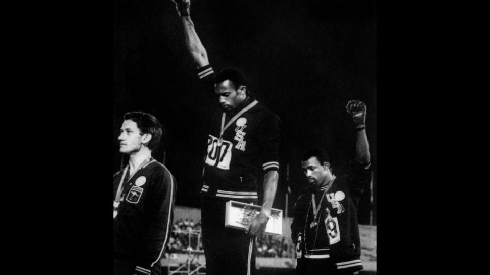 17 octobre 1968 : Les poings levés de Smith et Carlos