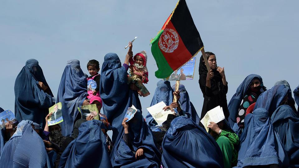 Des supportrices d'Ashraf Ghani avant un discours, dans la province de Kunduz, en 2014.