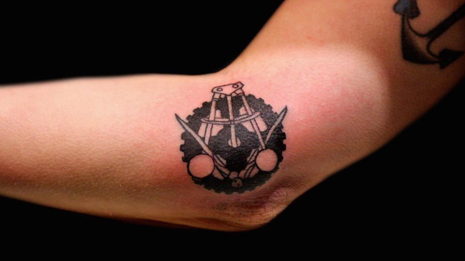 les 10 endroits les plus douloureux où se faire tatouer | www.cnews.fr