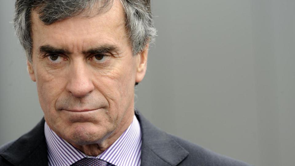 Le premier à quitter son poste lors du mandat de François Hollande est le ministre délégué au Budget, Jérôme Cahuzac. Il démissionne le 19 mars 2013 suite à l'ouverture d'une information judiciaire contre lui. Il est remplacé par Bernard Cazeneuve.