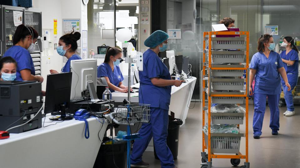 DIRECT - Coronavirus : le nombre de patients dans les services de réanimation passe sous la barre des 5.000