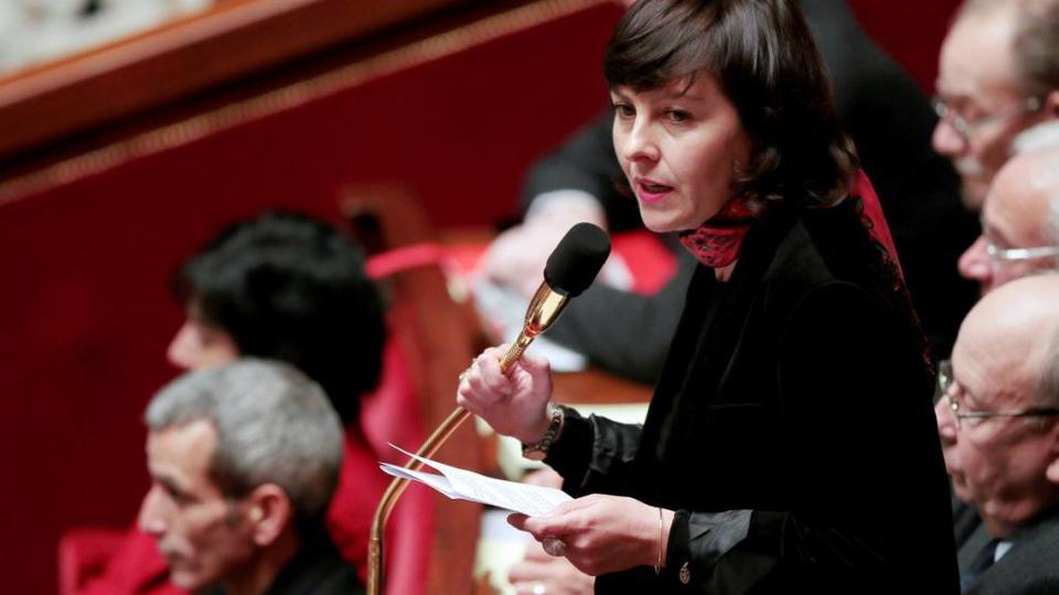 Le 17 juin 2015, c'est au tour de Carole Delga, secrétaire d'État chargée du Commerce, de l'Artisanat, de la Consommation et de l'Économie sociale et solidaire, de quitter son poste. Elle se lance dans la campagne électorale pour les régionales de 2015 en Languedoc-Roussillon-Midi-Pyrénées. Son poste sera repris par Martine Pinville.