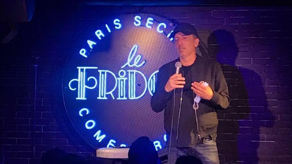 Kev Adams inaugure Le Fridge, son nouveau comedy club où « la diversité est le maître mot »