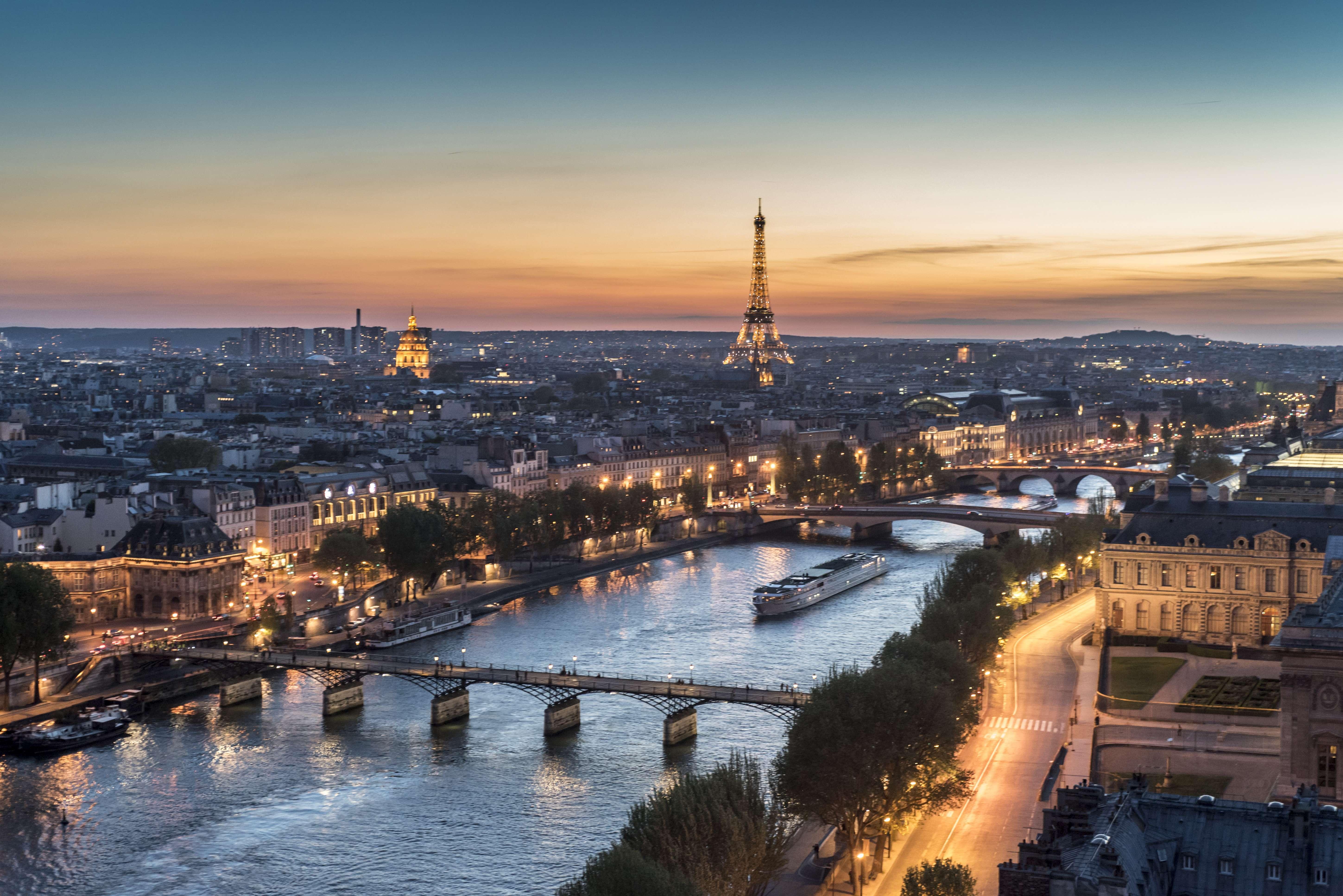foto de Pourquoi surnomme t on Paris la Ville lumière ?cnews fr